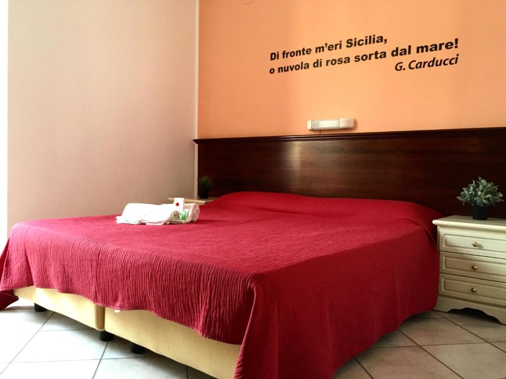 A bed or beds in a room at Mamamia Guesthouse