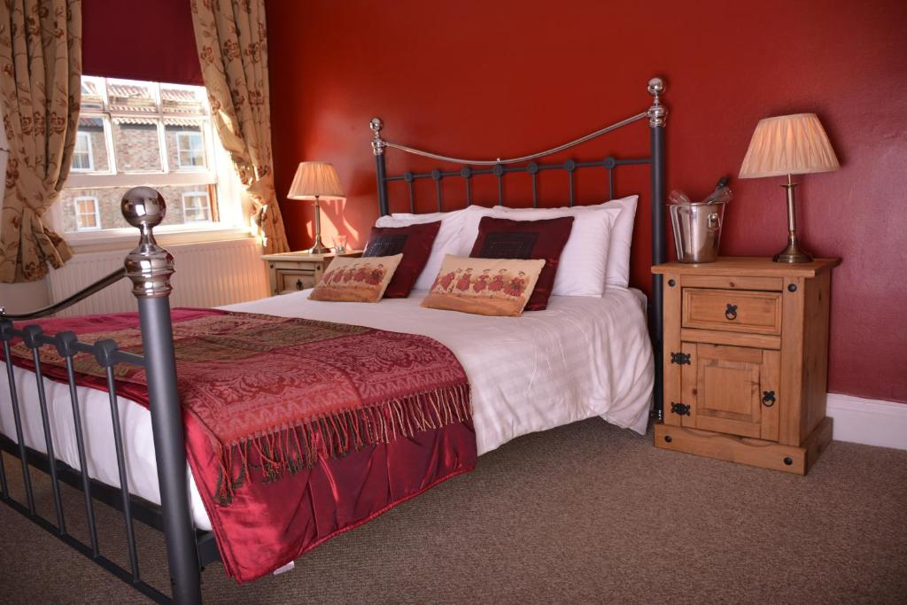 A bed or beds in a room at The Rose & Crown York