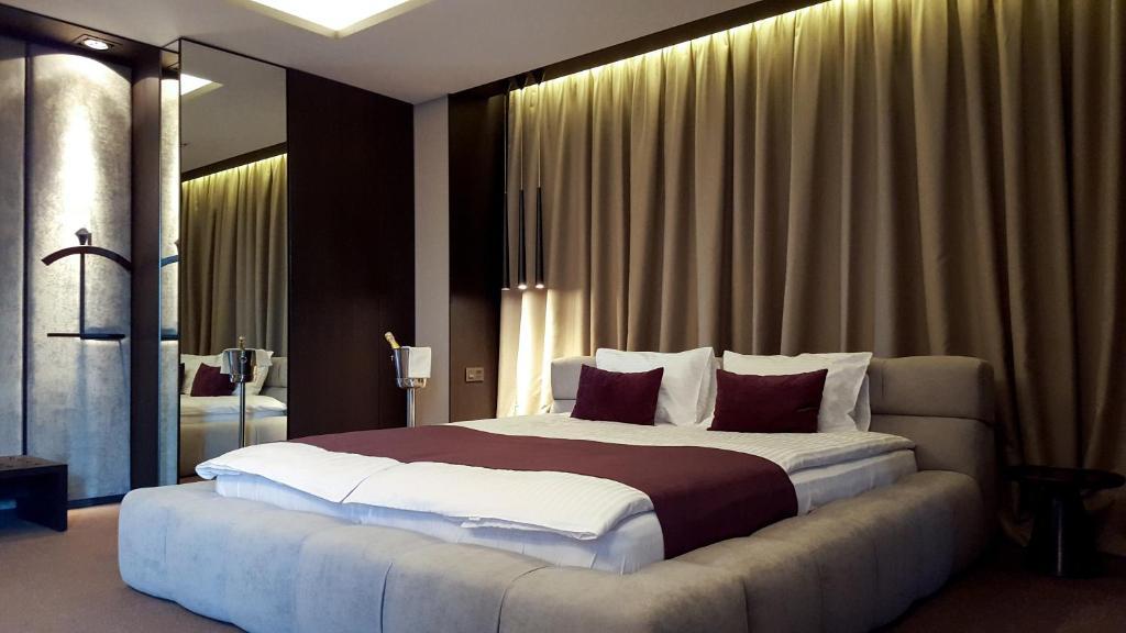 Llit o llits en una habitació de RiverSide- Restaurant, Hotel, Beach