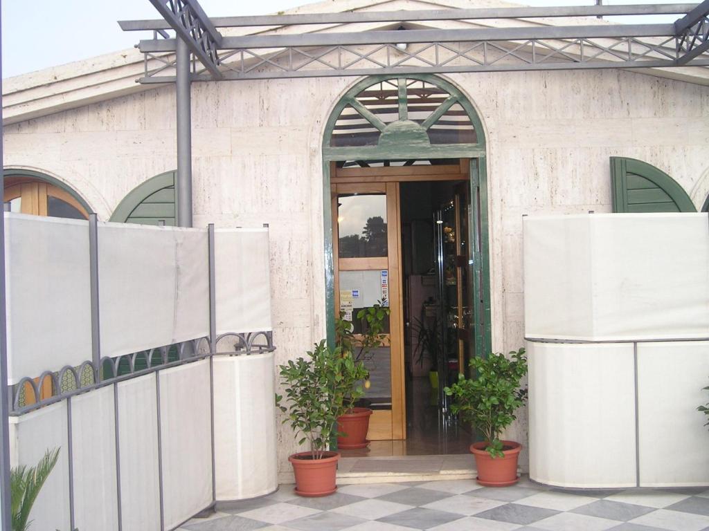 The facade or entrance of Le Due Sirene