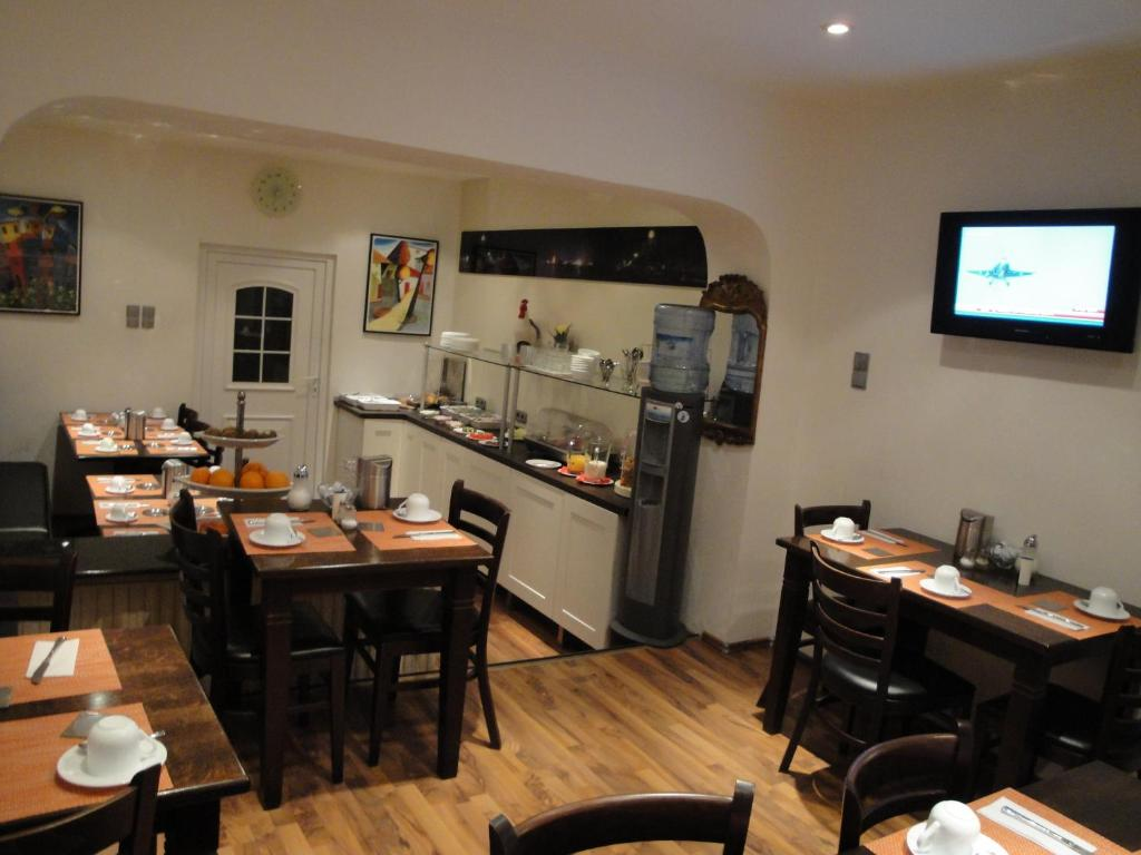 A restaurant or other place to eat at Hotel Am Wehrhahn