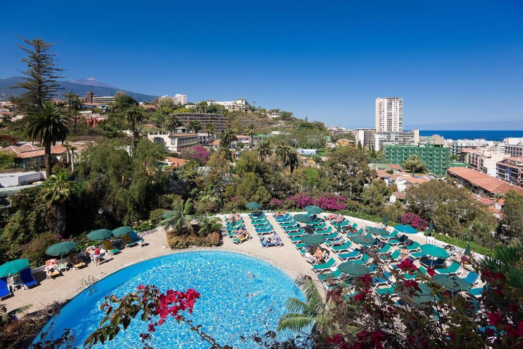 Uma vista da piscina em Hotel El Tope ou nos arredores