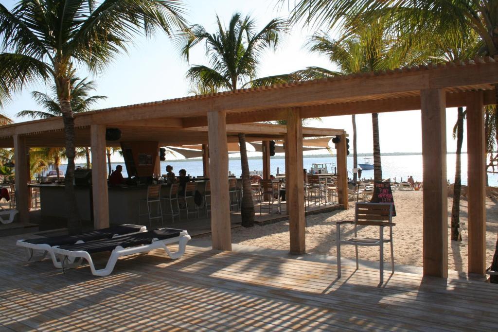 Een restaurant of ander eetgelegenheid bij Eden Beach Resort - Bonaire
