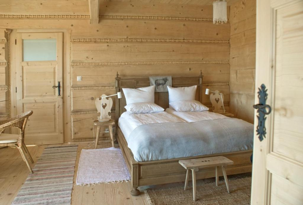 A bed or beds in a room at Nowe Miejsce Brzegi