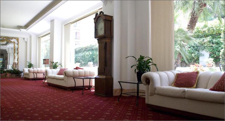 Ein Sitzbereich in der Unterkunft Residence V House