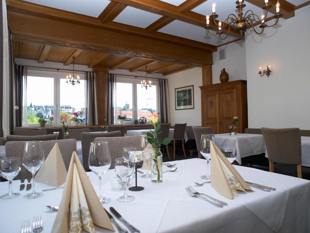 A restaurant or other place to eat at Weingutshotel Piesporter Goldtröpfchen