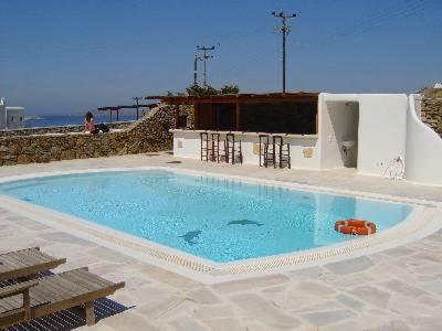 בריכת השחייה שנמצאת ב-Evagelia's Place או באזור