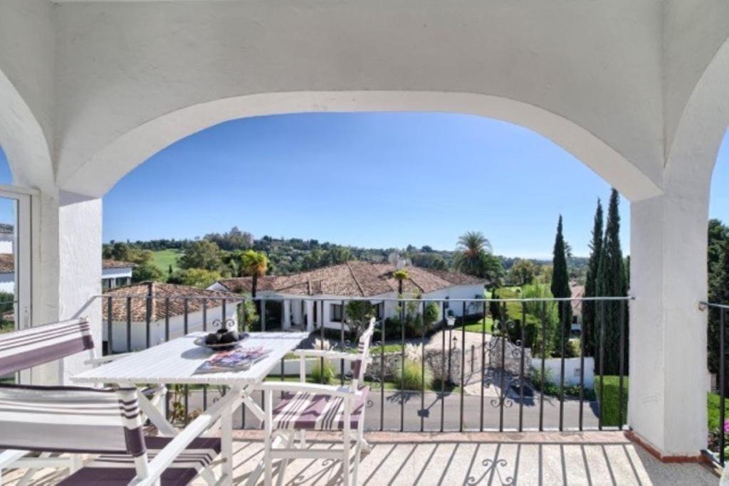A balcony or terrace at Appartement Pueblo Cortes del Golf