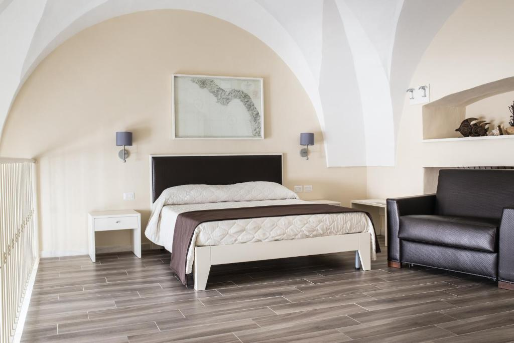 A bed or beds in a room at Faro Bianco Gallipoli