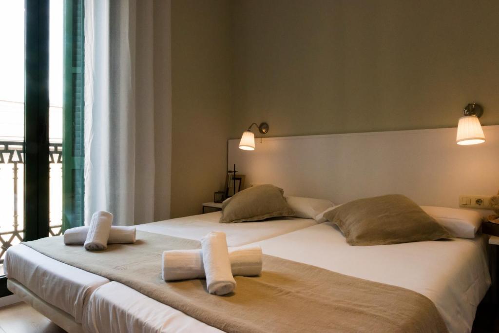 Lova arba lovos apgyvendinimo įstaigoje Palau de la Musica Apartments