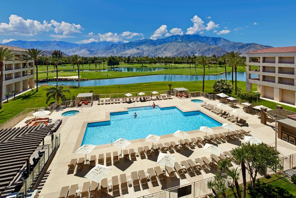 A view of the pool at DoubleTree by Hilton Golf Resort Palm Springs or nearby