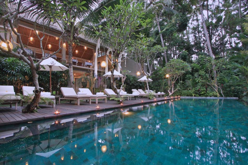 Piscine de l'établissement Puri Sunia Resort ou située à proximité