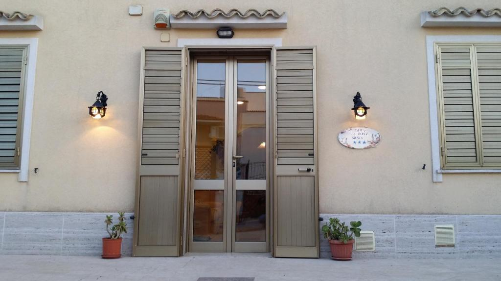 The facade or entrance of B&B La dolce siesta