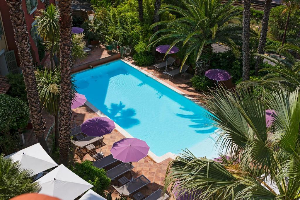Vue sur la piscine de l'établissement Hotel Arena ou sur une piscine à proximité