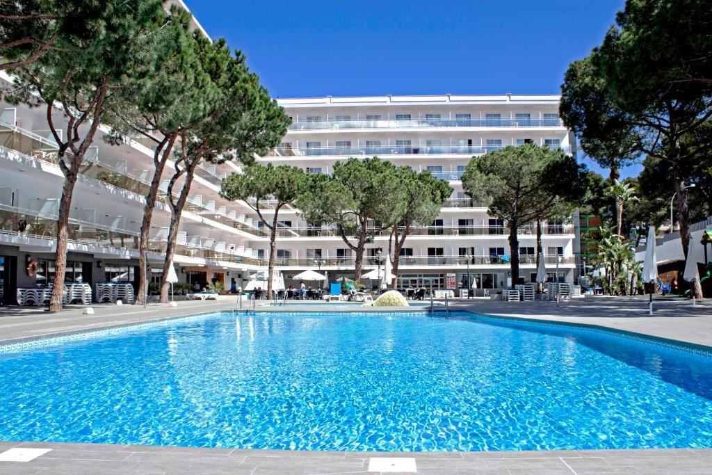 Het zwembad bij of vlak bij Hotel Oasis Park