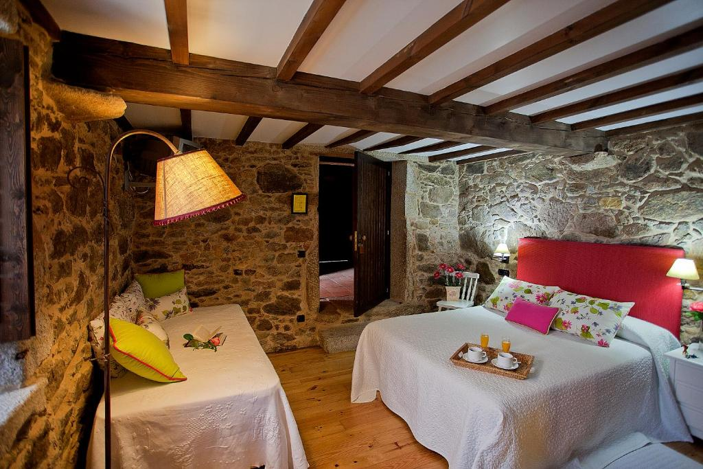 A bed or beds in a room at Casa Lugar de Trasande