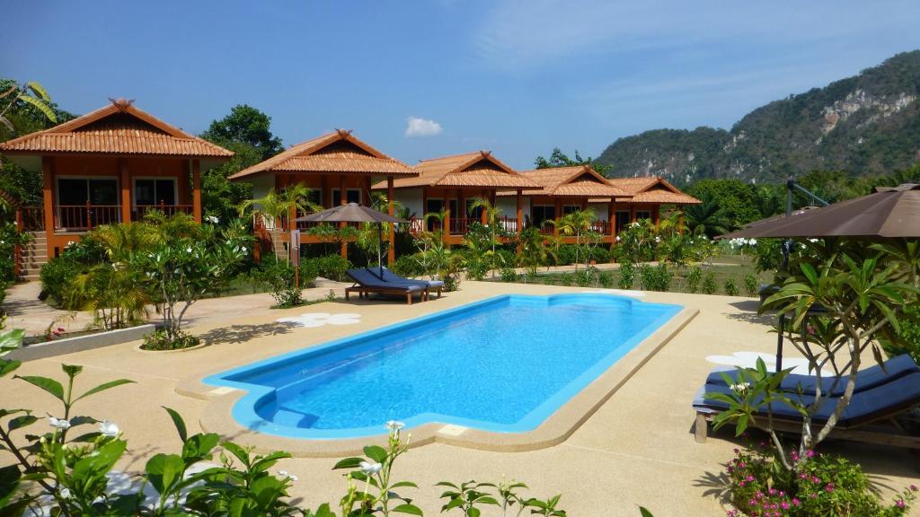 The swimming pool at or near Khao Sok Jasmine Garden Resort