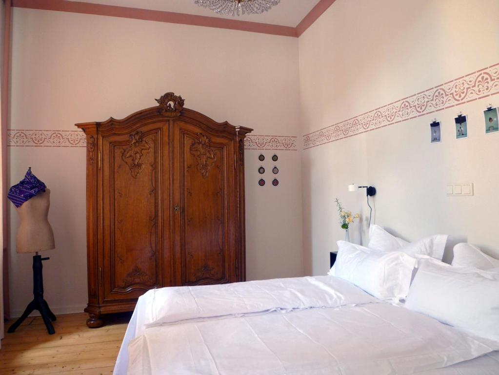 A bed or beds in a room at Villa zur Erholung Bed & Breakfast
