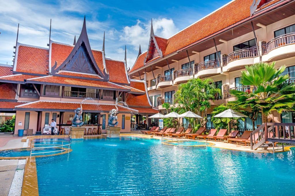 The swimming pool at or close to Nipa Resort