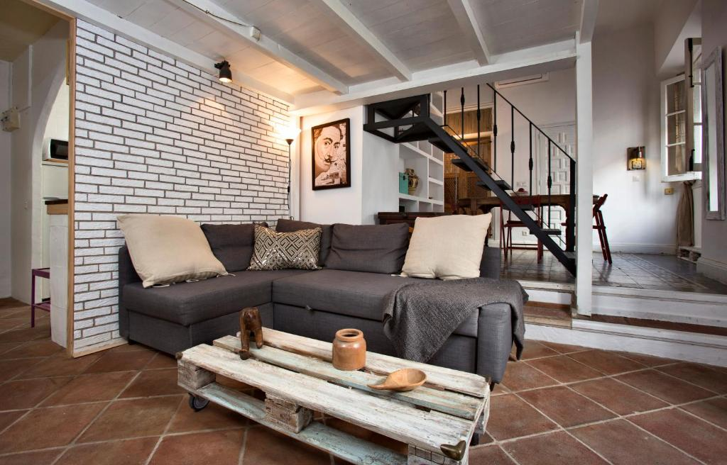 Гостиная зона в A relaxed bohemian vibe in Old town