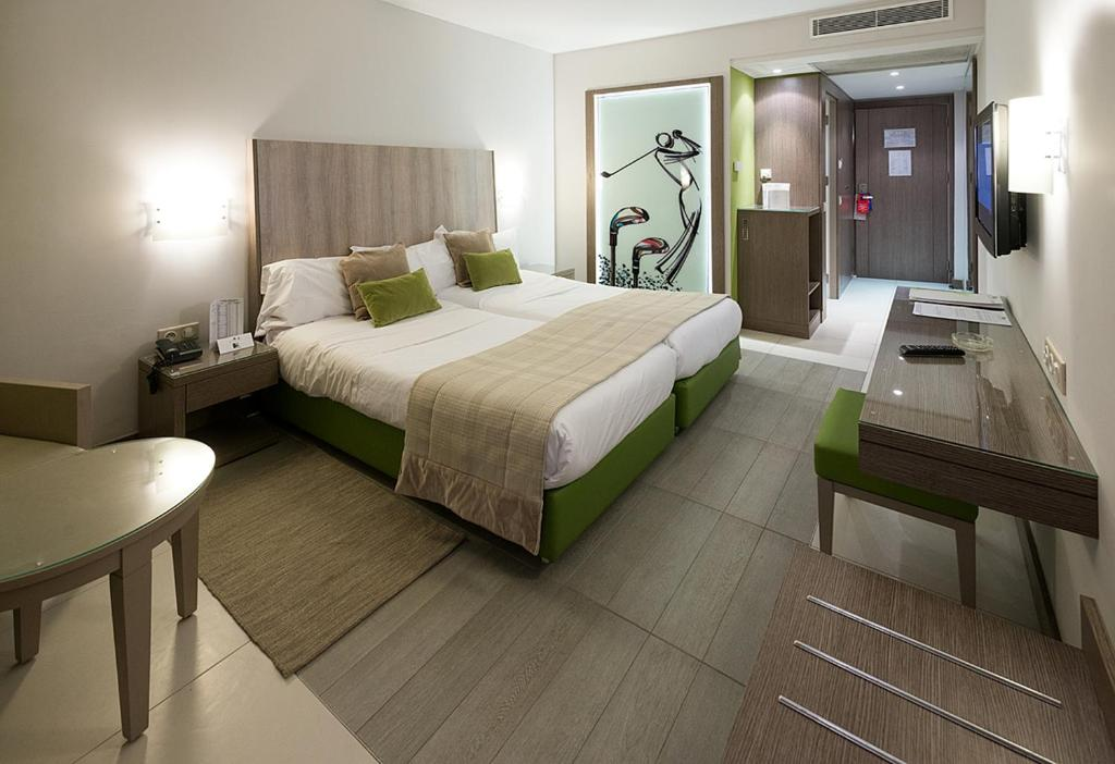 A bed or beds in a room at Golf Royal Hotel