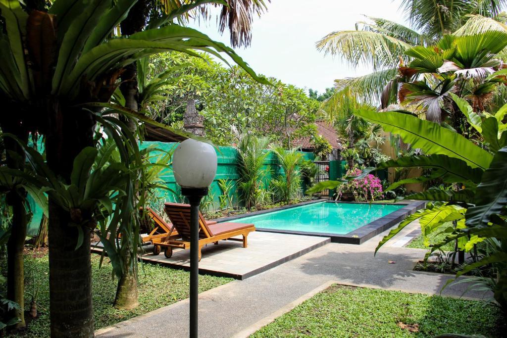 Bazén v ubytování Secret Garden Guest House nebo v jeho okolí