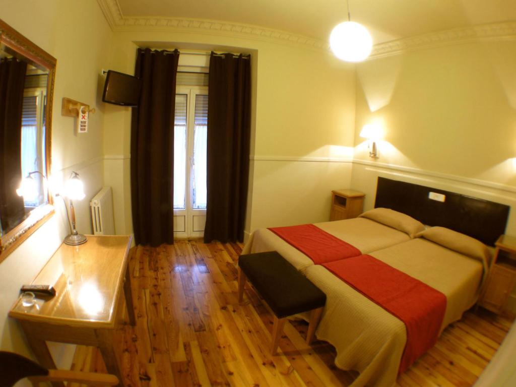 A bed or beds in a room at Hostal Canovas