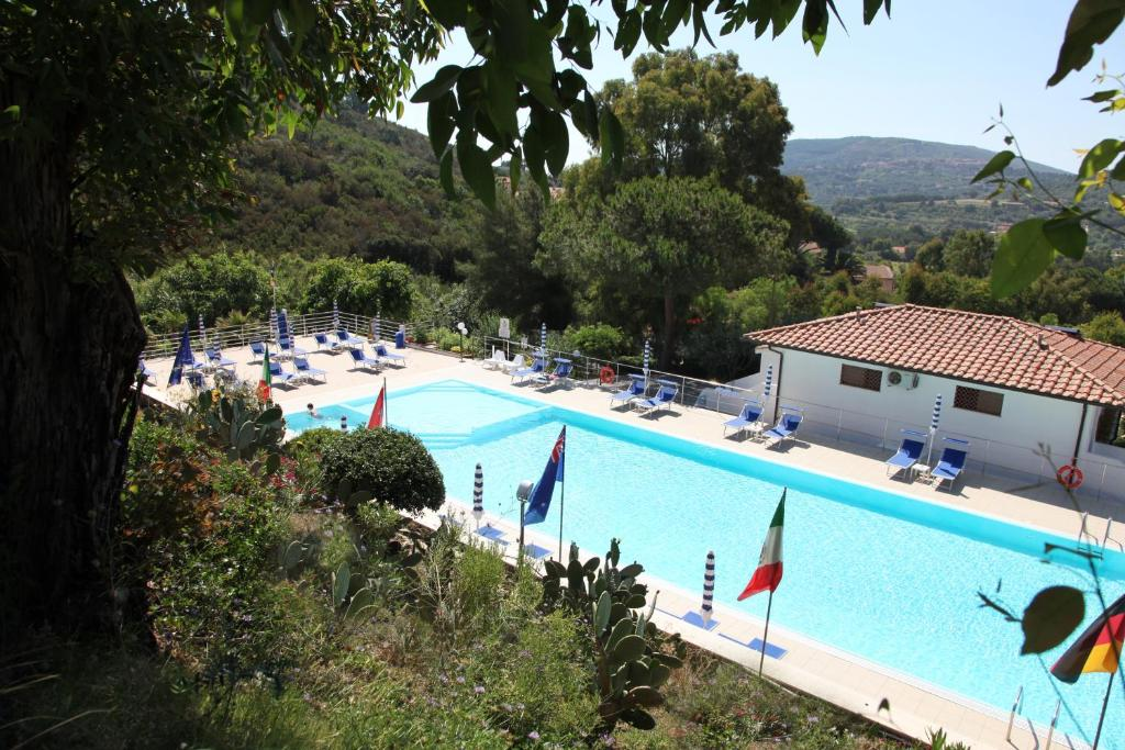 A view of the pool at Hotel Villa Giulia or nearby