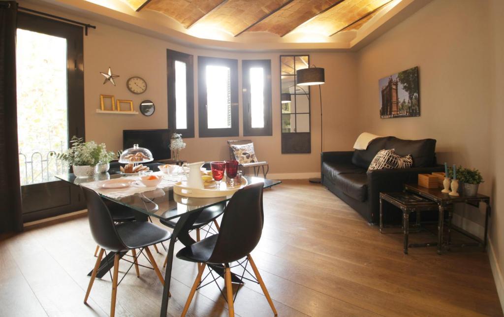AinB Eixample-Miro Apartments Barcelona