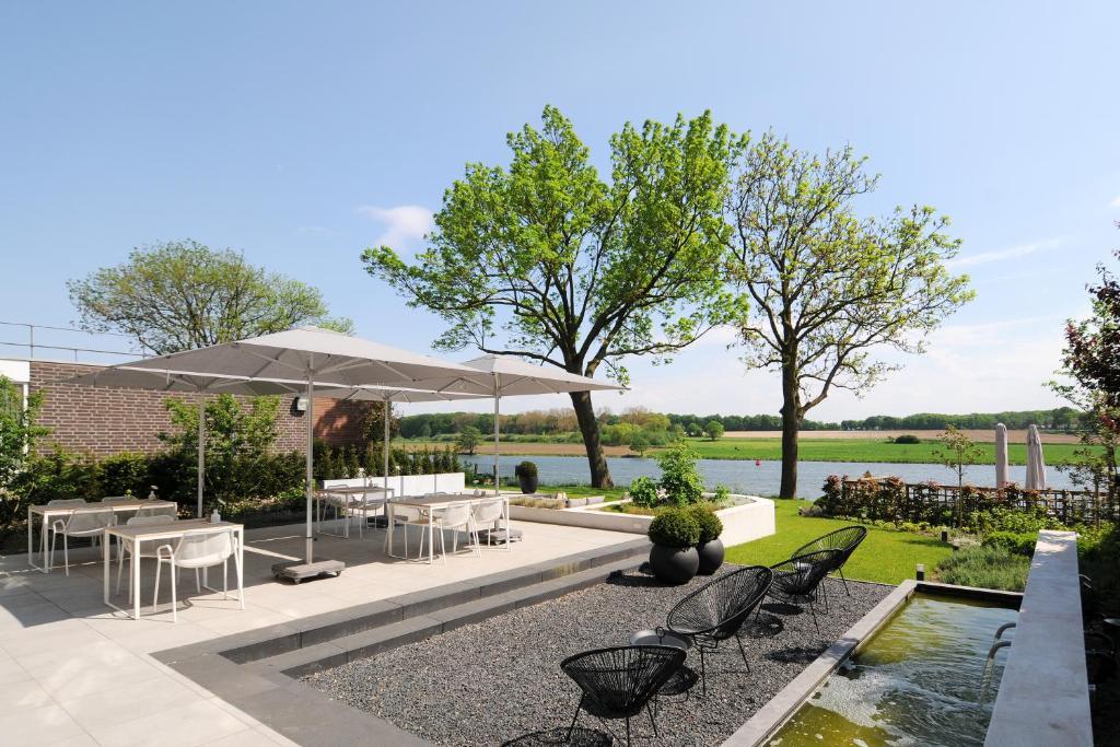The swimming pool at or near Het Raadhuys - design B&B