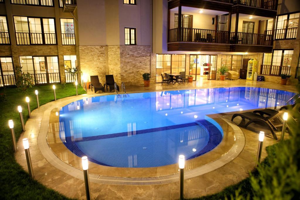 Бассейн в Venus Suite Hotel или поблизости