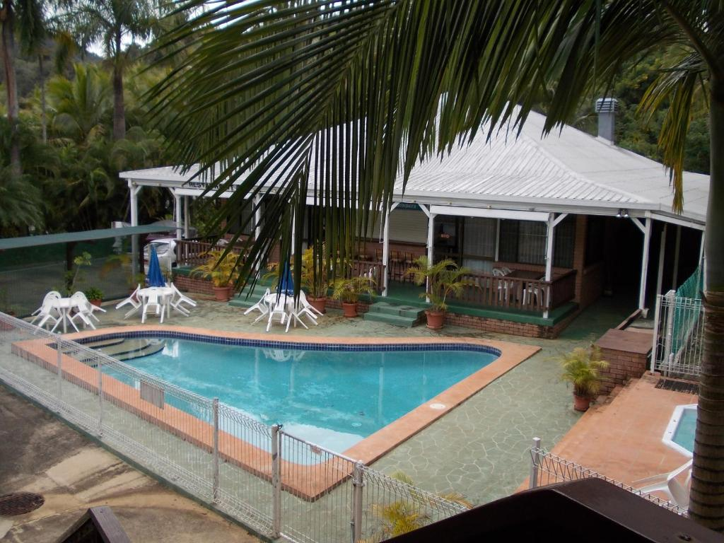 The swimming pool at or near The Islands Inn Motel