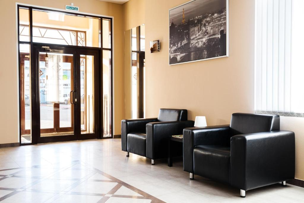 A seating area at Lexx Hotel