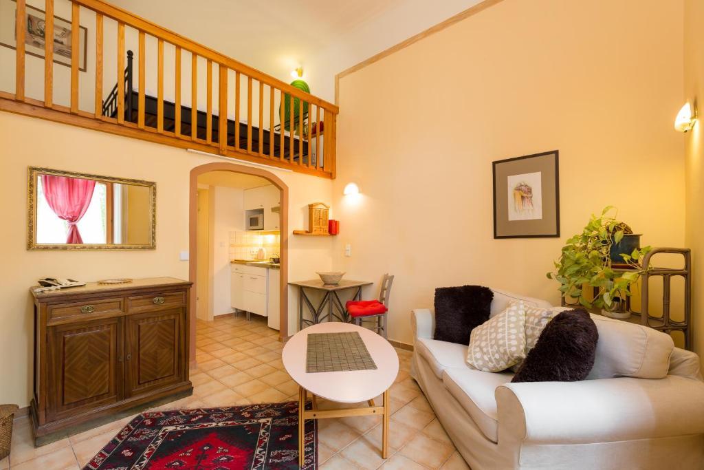 Ein Sitzbereich in der Unterkunft Appartementhaus Witzmann
