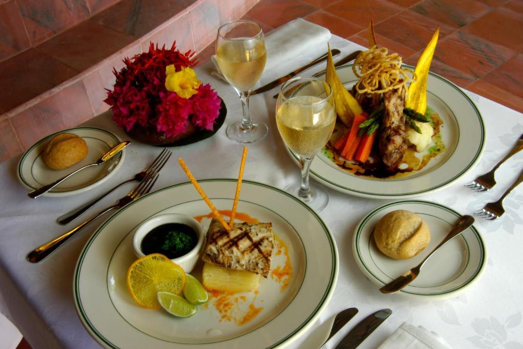 Opciones de comida o cena disponibles para los clientes de Kura Hulanda Lodge & Beach Club - All Inclusive