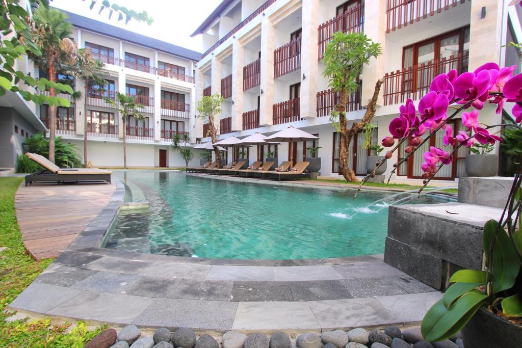 The swimming pool at or close to Grand La Walon Hotel