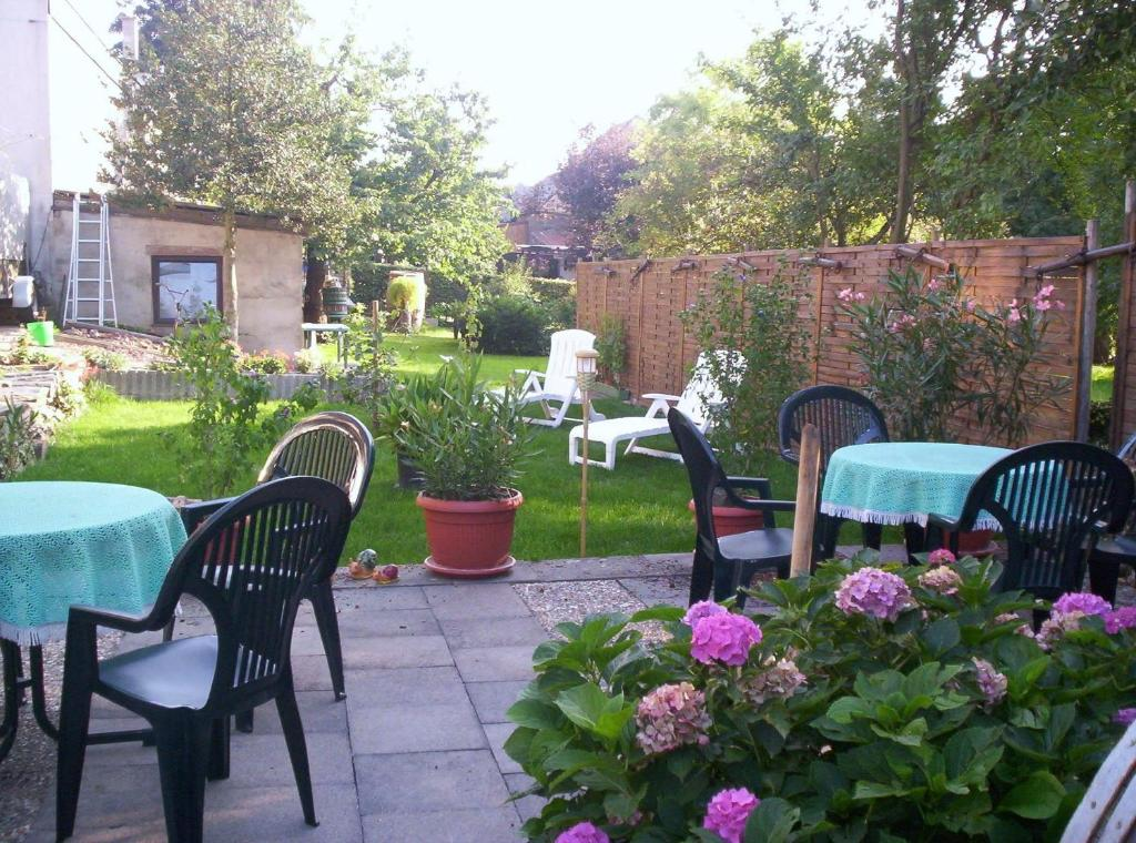 A restaurant or other place to eat at Hotel - Pension Wendland