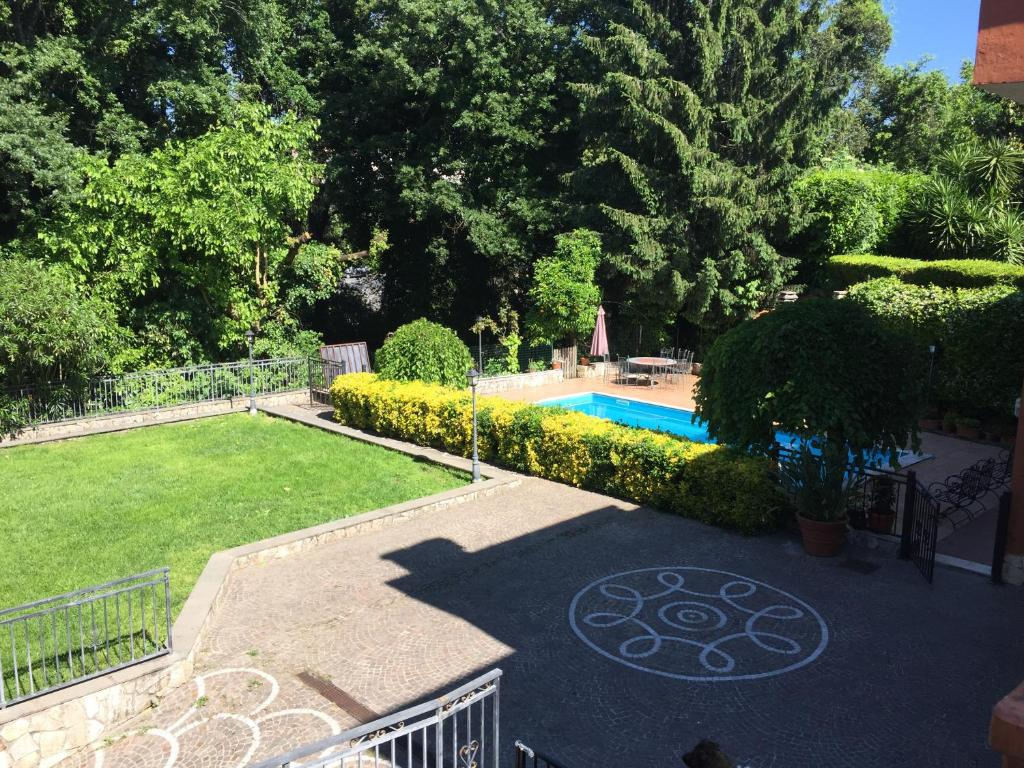 The swimming pool at or near B&B Le Querce