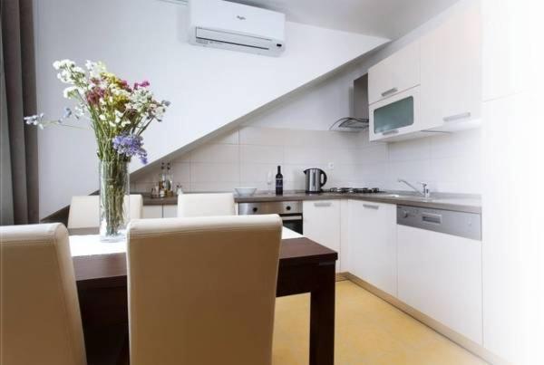 Ida Apartments