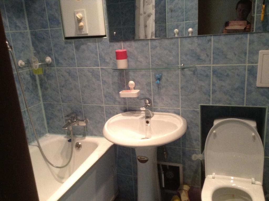 A bathroom at Hostel Volga