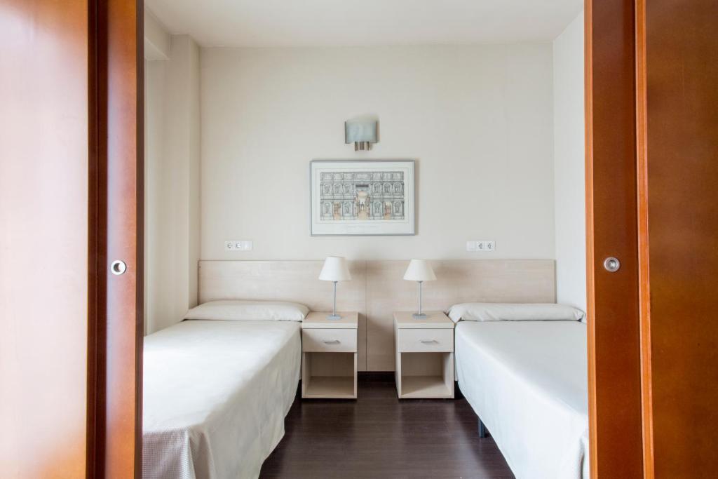 A bed or beds in a room at Residencia Universitaria Giner de Los Ríos