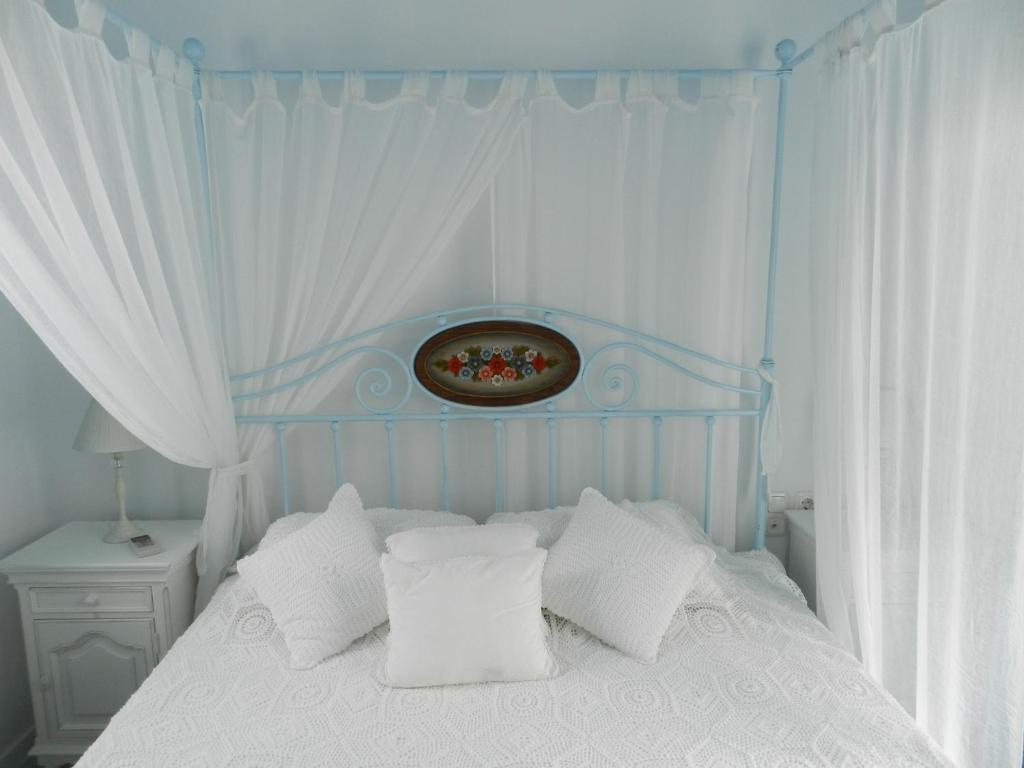 A bed or beds in a room at Belogna Ikons