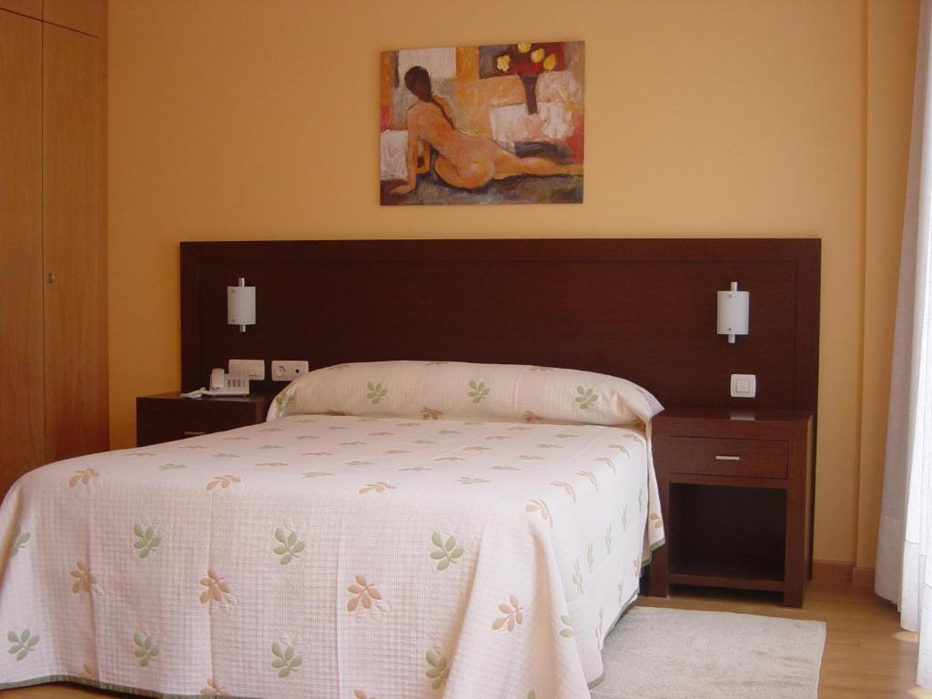 A bed or beds in a room at Hostal Acanto