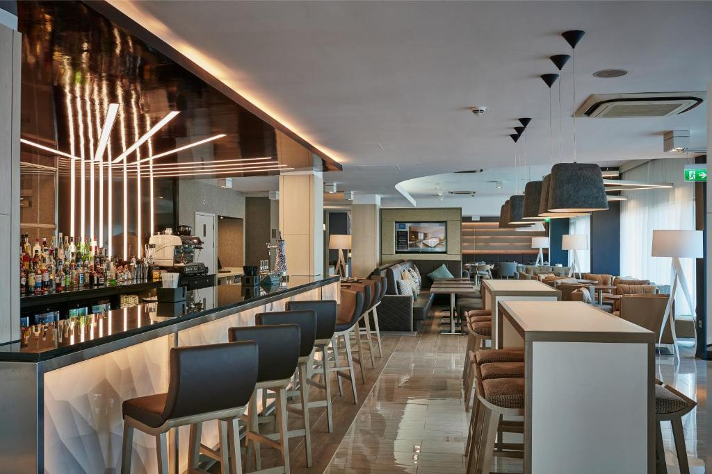 A restaurant or other place to eat at AC Hotel by Marriott Manchester Salford Quays
