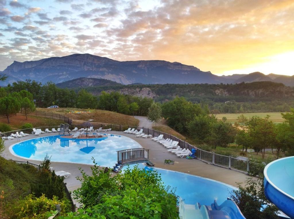 Bazén v ubytování Camping le Couriou nebo v jeho okolí