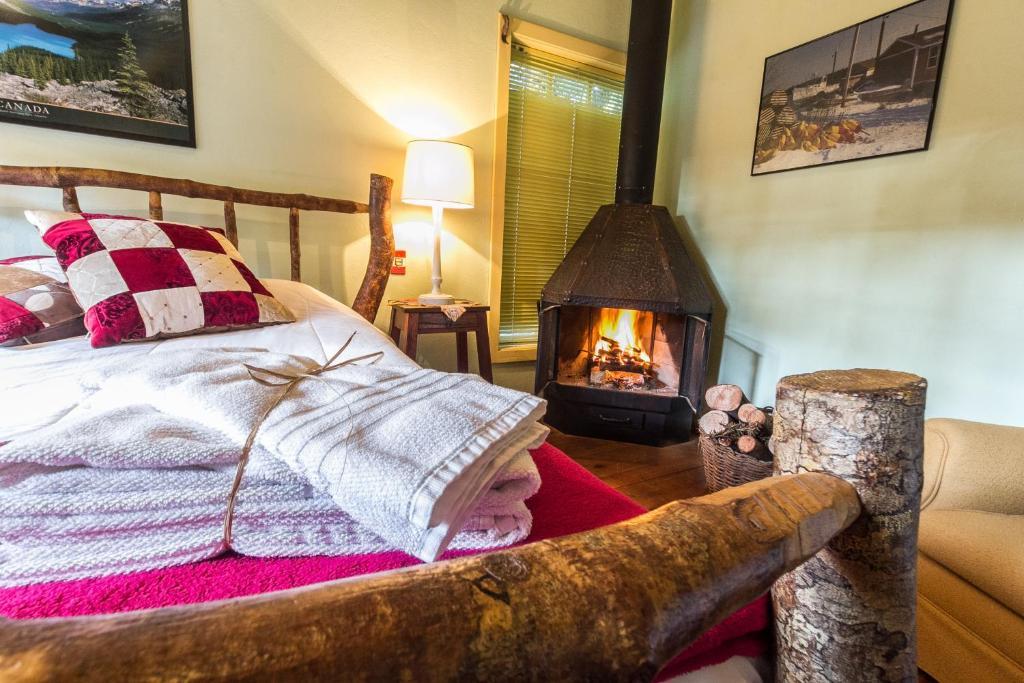 A bed or beds in a room at Pousada Volta ao Mundo