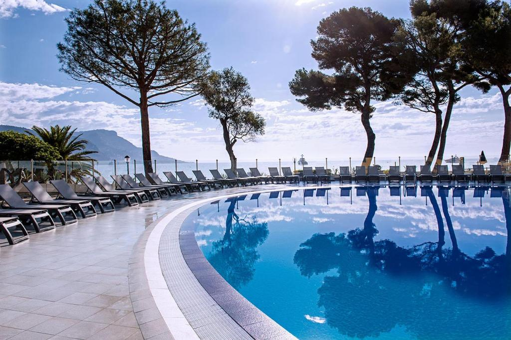 The swimming pool at or near Hôtel Vacances Bleues Delcloy