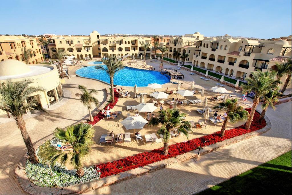 Vaizdas į baseiną apgyvendinimo įstaigoje Stella Di Mare Gardens Resort & Spa arba netoliese
