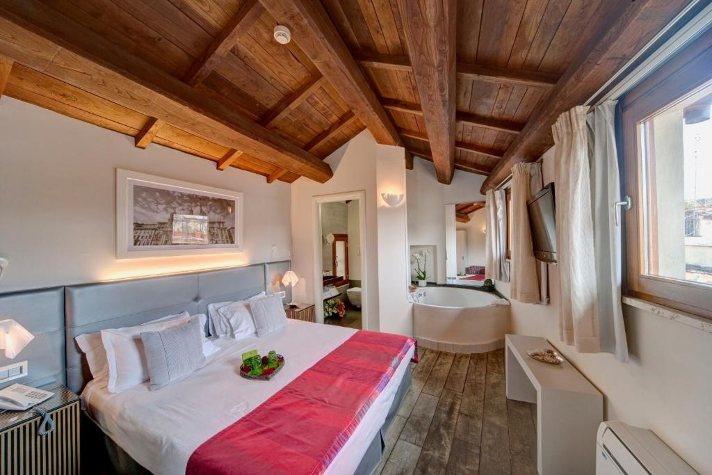 Letto o letti in una camera di Navona Palace Luxury Inn