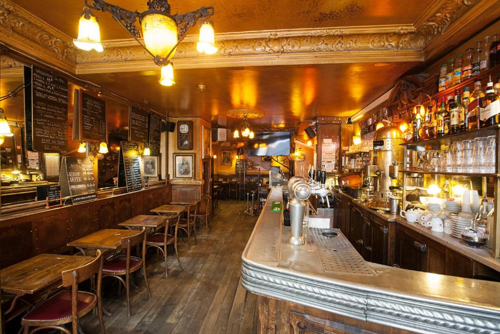 The lounge or bar area at Bistrot Les Sans Culottes
